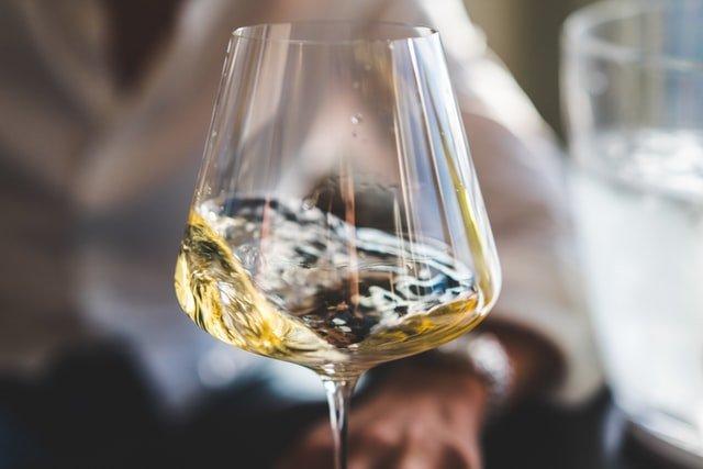 Hvad er forskellen på rødvinsglas og hvidvinsglas?