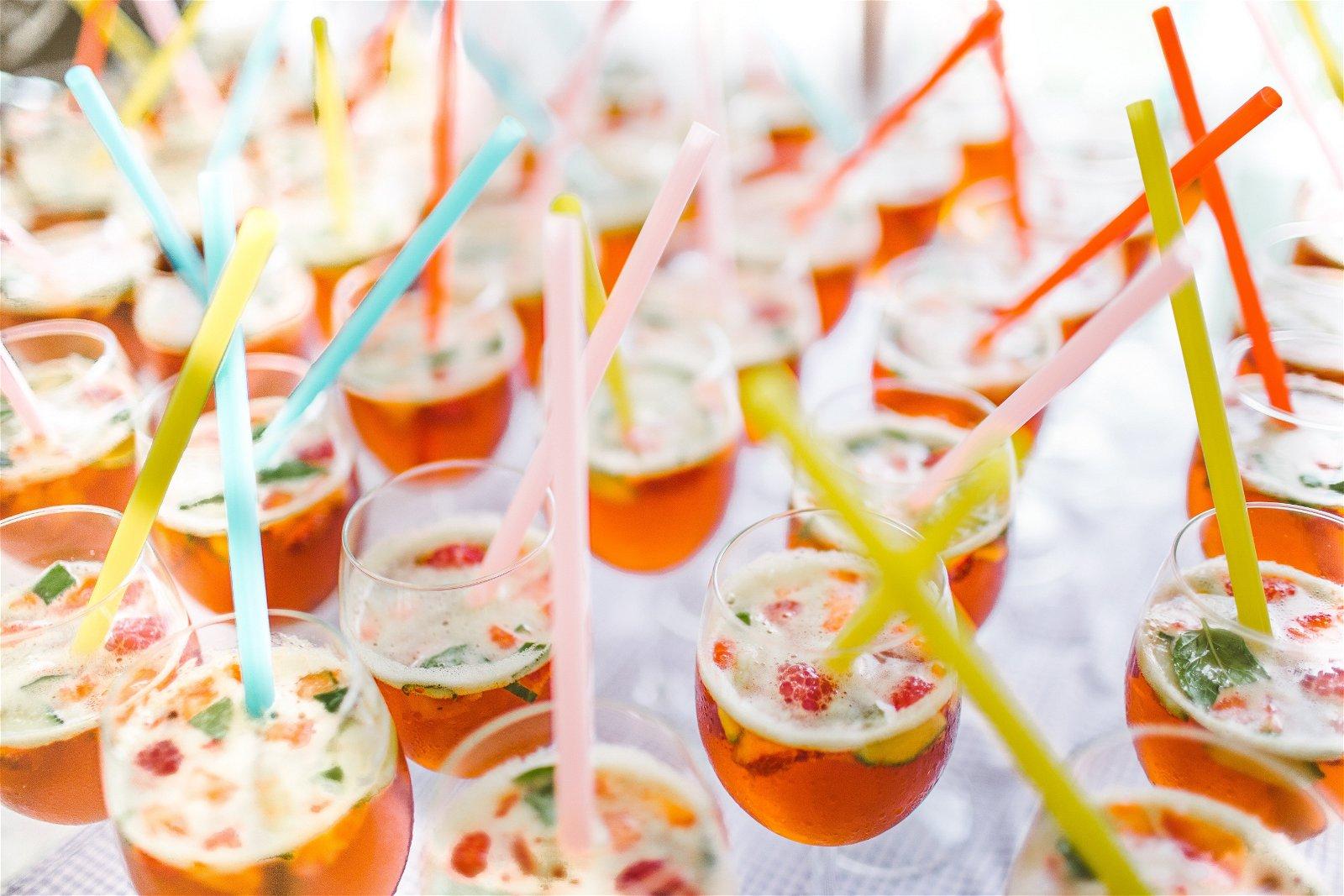 Server alkoholfri drinks til dine gæster