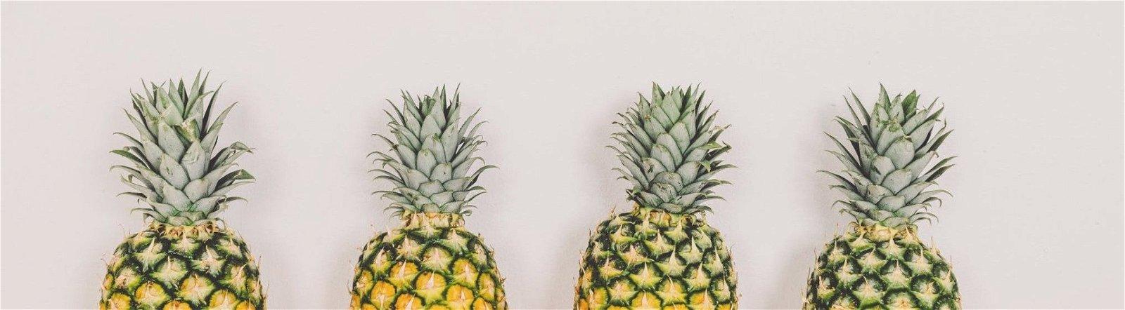 4 ananastoppe på stribe