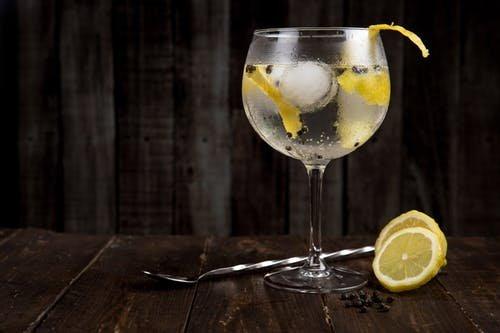 Et eksempel på en gin og tonic
